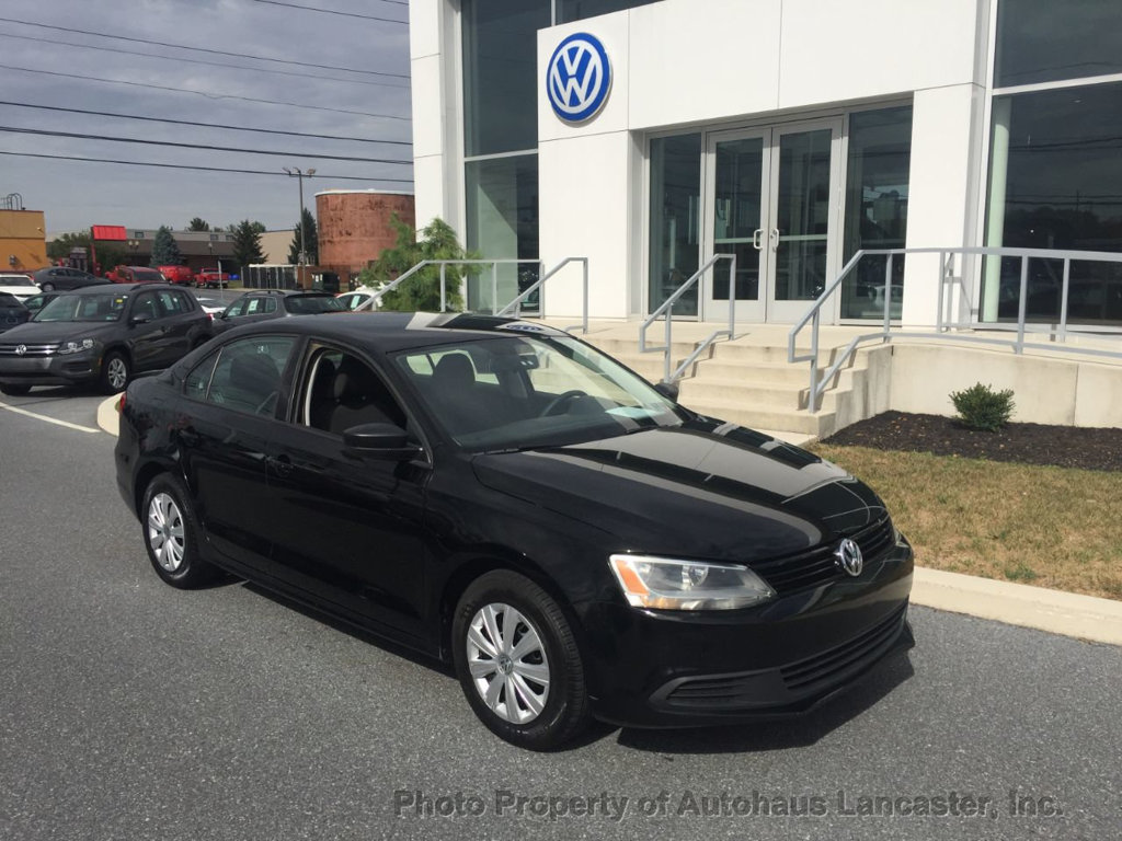 Pre-Owned 2012 Volkswagen Jetta Sedan 4dr Automatic S