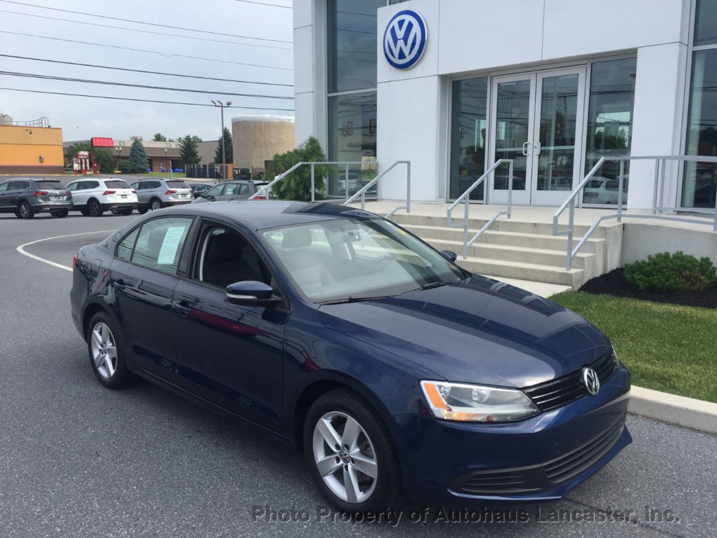 Pre-Owned 2012 Volkswagen Jetta Sedan 4dr Manual TDI