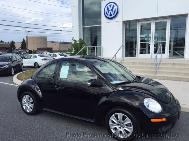 Pre-Owned 2010 Volkswagen New Beetle Coupe 2dr Automatic