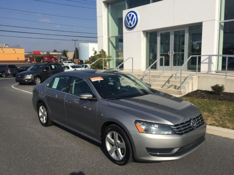 Certified Pre-Owned 2013 Volkswagen Passat 4dr Sedan 2.0L DSG TDI SE w/Sunroof